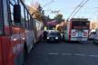 «Євробляха» протаранила тролейбус на вулиці Головній у Чернівцях (Фотофакт)