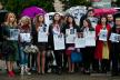 День вишиванки у Чернівцях: на Соборній площі відбулася акція підтримки політв'язнів (фото)