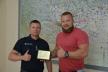 Чернівці: начальник Управління ДСНС отримав нагороду від Федерації стронгмену України
