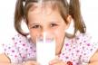 У Чернівцях підприємець завдяки злочинній схемі завіз до дитячих садочків неякісну молочну продукцію