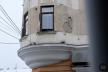 Балконопад у Чернівцях: хто відповідає за безпеку містян від «несподіванки» з неба?