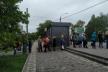 У Чернівцях люди утворили 10-метрову чергу до тролейбусу
