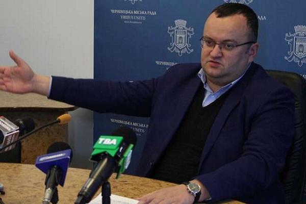 У Чернівцях на вулиці Комарова колишній магазин планують перебудувати в офісний центр