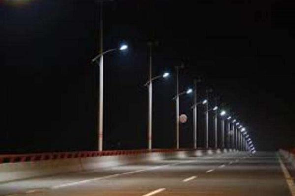 Як у Чернівцях працює вуличне освітлення