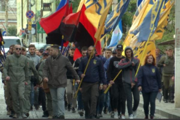 Буковинські мовні пристрасті: націоналісти пікетували румунський культурний центр (Відео)