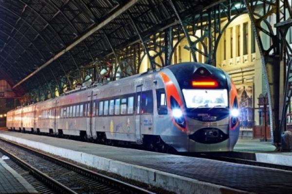 Два додаткові потяги на новорічні свята курсуватимуть у напрямку Чернівців