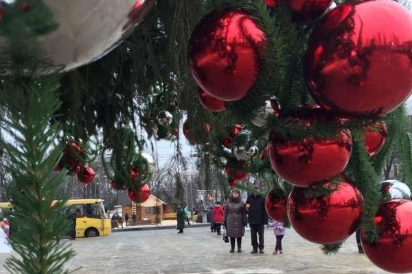 19 грудня урочисто запалять головну ялинку Чернівців: програма заходів