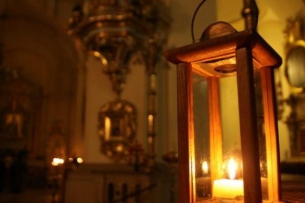 Вифлеємський вогонь миру, що прибув до Чернівців, передадуть вірянам Собору Різдва Христового та лікарням