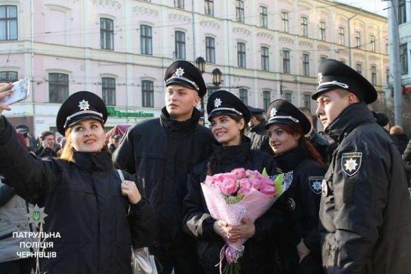 Лави патрульої поліції Чернівців поповнилися новобранцями (Фото)