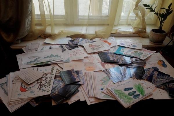 Чернівчани відправляють святкові листівки в зону АТО (Фото)
