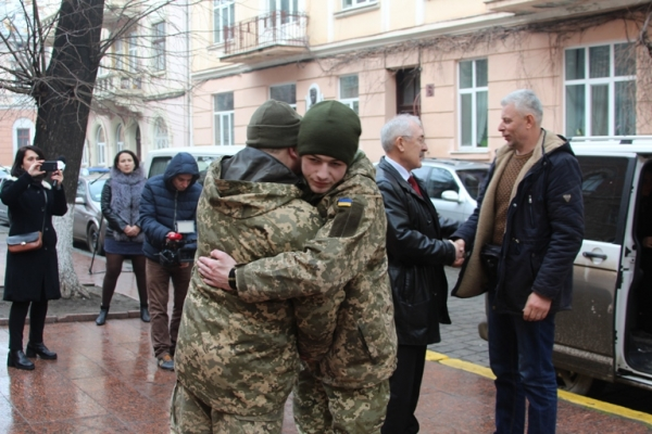 Розвідника гірсько-піхотного батальйону Павла Юрбаша привітав голова Чернівців (Фото)