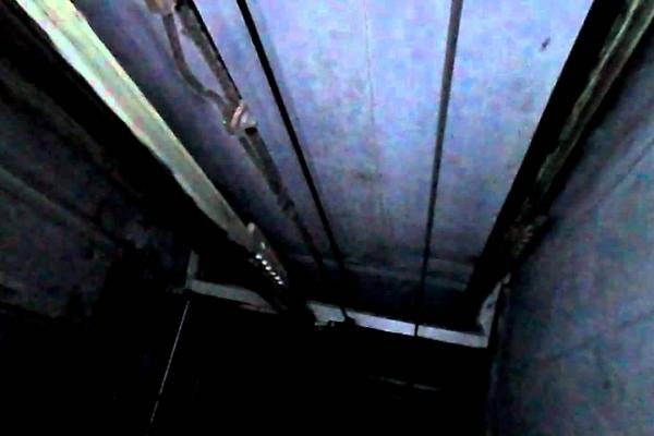 Буковинці дивом вижили у шахті ліфта!