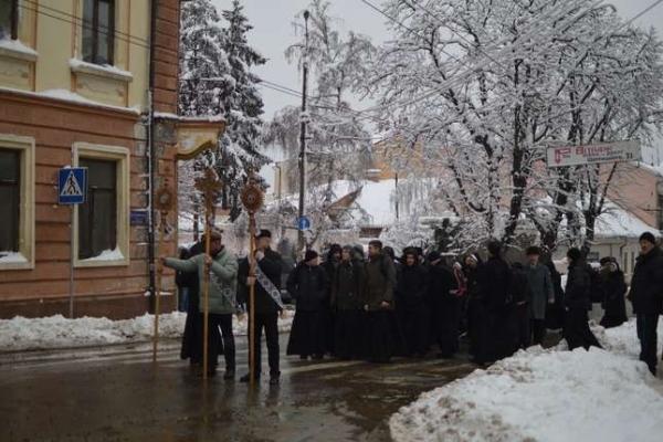 Монахи з усієї України зібралися у Чернівцях (Фото, відео)