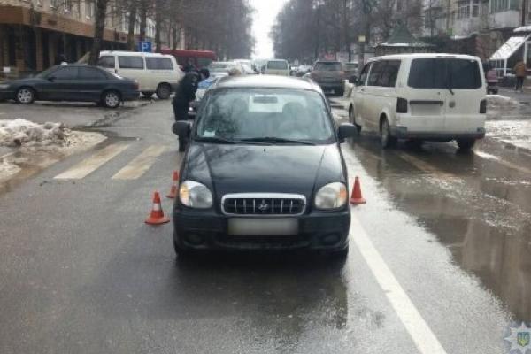 На вулиці Небесної сотні у Чернівцях жінка збила дитину (Фото)
