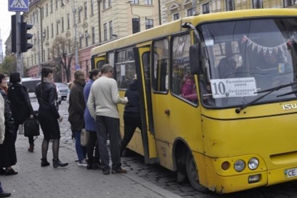 Як перевізники у Чернівцях ставляться до монетизації пільг на проїзд?