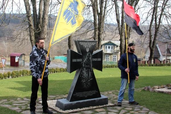 До Дня українського добровольця буковинці встановили пам'ятний знак (Фото)