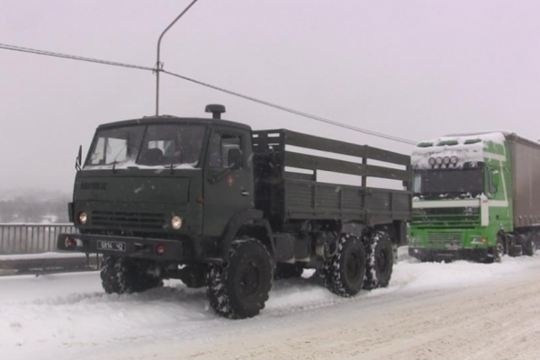 Під час вихідних буковинські бійці ДСНС врятували понад 70 автівок (Фото)