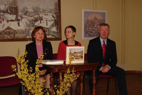 Буковинцям презентували художній альбом Тетяни Дугаєвої та Сергія Осачука «ЧЕРНІВЦІ / CZERNOWITZ»