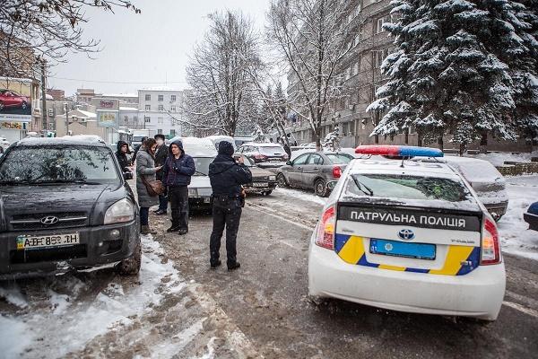 У Києві невідомий вдарив дитину шокером і зґвалтував