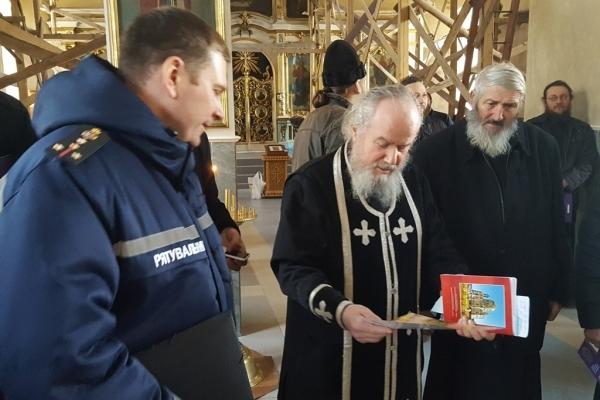 Рятувальники нагадали буковинським священникам про пожежну безпеку (Фото)