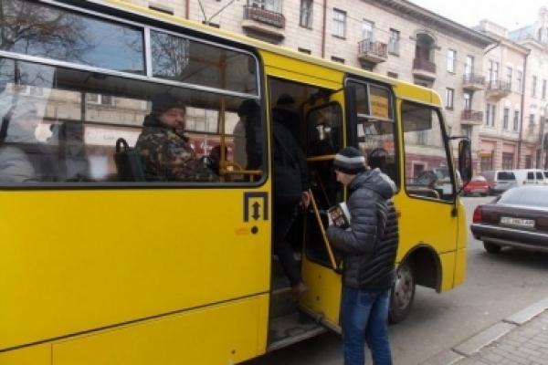 Автобусний маршрут № 5-А очікують чернівчани після чергової сесії міської ради