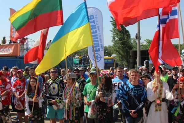 Вперше в Україні неймовірні перегони на мотоциклах та квадроциклах відбулися у Чернівцях (Фото)