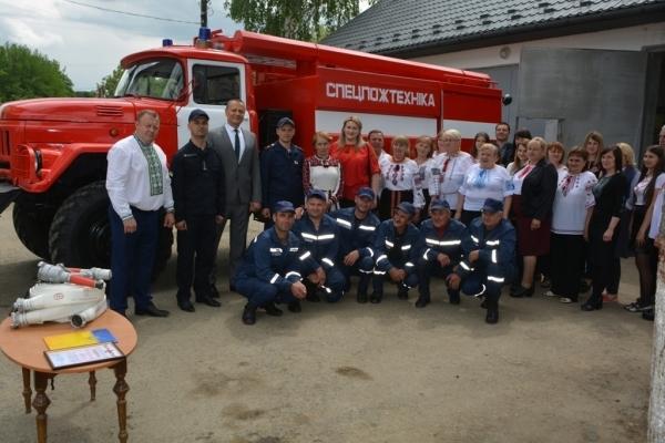 У Сторожинецькому районі пожежникам вручили новий автомобіль