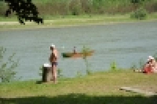 У Чернівцях річку Прут готують до масового відпочинку громадян