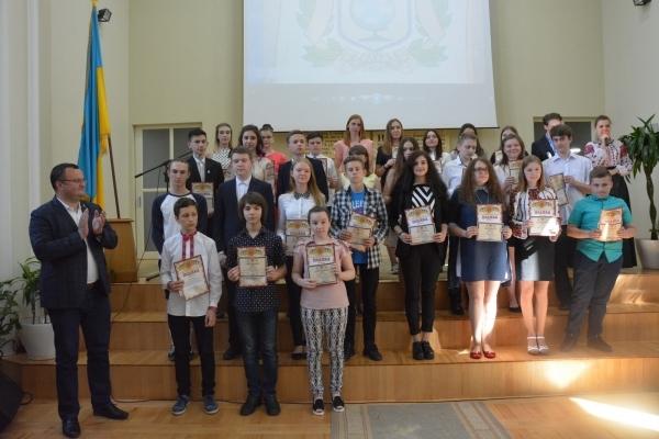 Міський голова Чернівців нагородив талановиту молодь (Фото)