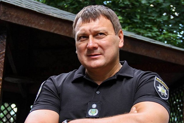 Які освіти має новий керівник поліції Буковини Анатолій Дмитрієв