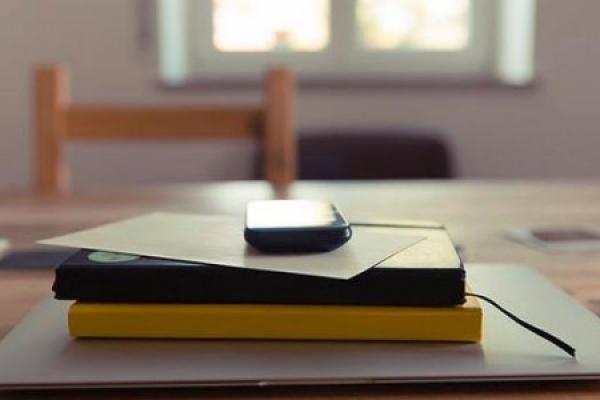 Чернівецькі вчителі відбирають у дітей телефони