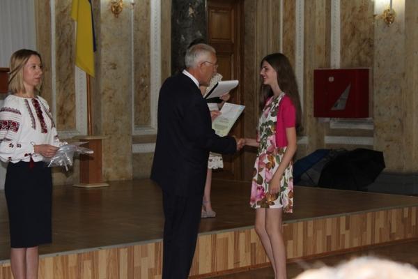 «Юна еліта Буковини»: кращим з кращих вручили грошові премії (Фото)