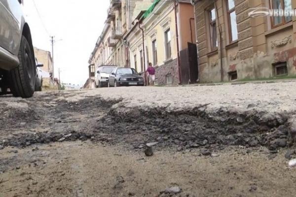Дороги у Чернівцях: «гірше нікуди», але ремонт не розпочали, а влада пояснює