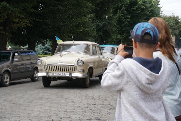 У Чернівцях відбувся парад ретро автомобілів (Фото)