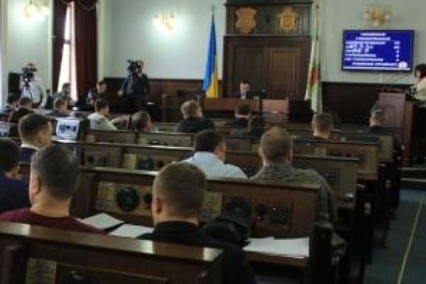 Чернівецьких депутатів звинувачують у неробстві