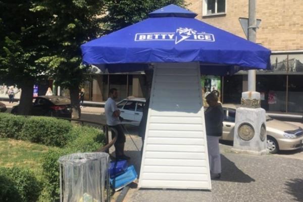 Чи буде морозиво у центрі Чернівців? (Фото)