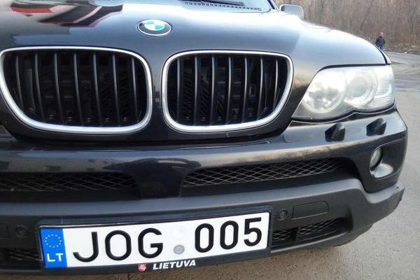 Чернівецькі активісти виступили проти нових методів розмитнення авто