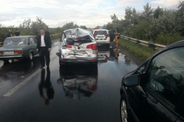 На об'їзній дорозі біля Чернівців сталася масова ДТП (Відео)