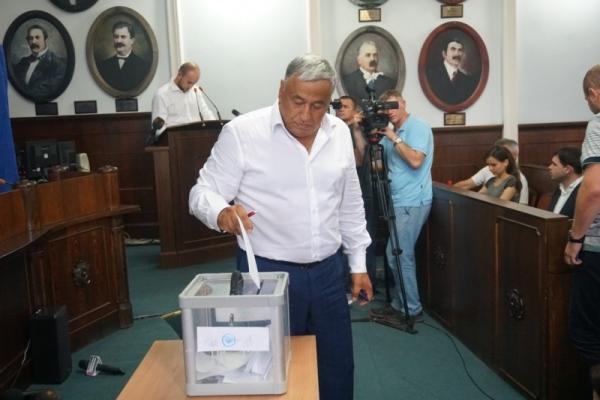 ЗМІ оприлюднили список, хто з депутатів голосував за звільнення Каспрука