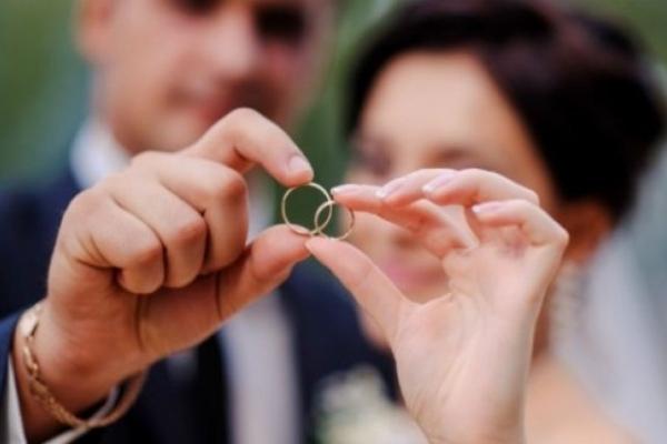 На Буковині набирає популярності послуга «Шлюб за добу»