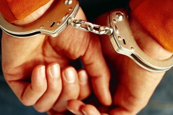 У Чернівцях затримали крадія, який розбивав вікна та обкрадав автомобілі