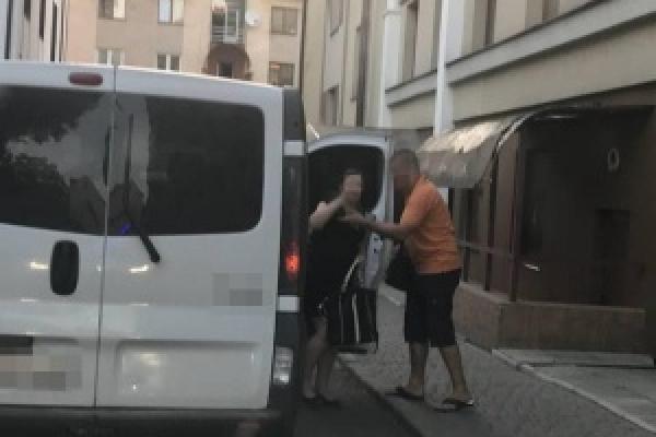 У Чернівцях породіллю в пологовий доставляла поліція (Фото)