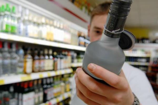 При купівлі тютюну та алкоголю вимагайте чек!, - радить ДФС Буковини