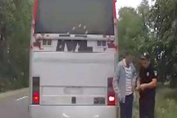 П'яного водія маршрутки зупинили буковинські поліцейські