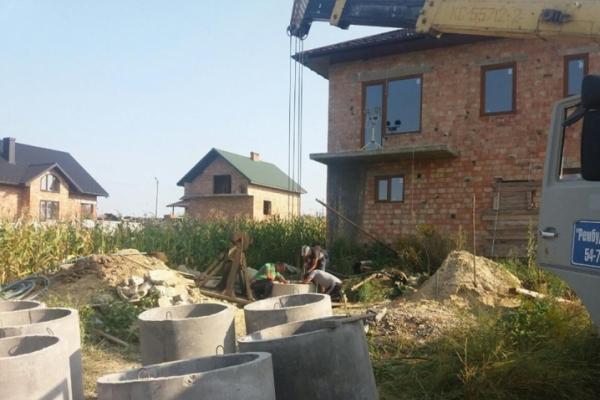 На Буковині згорнули операцію з порятунку 43-річного чоловіка, якого завалило під час копання криниці