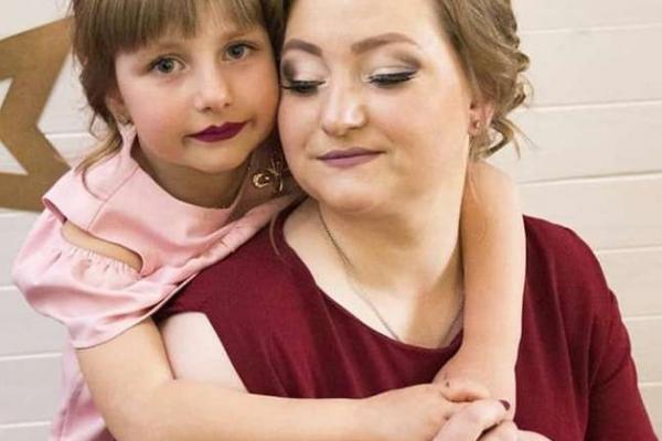 Мама з донечкою, яких збила автівка на «зебрі» у Чернівцях, потребують допомоги (Фото)