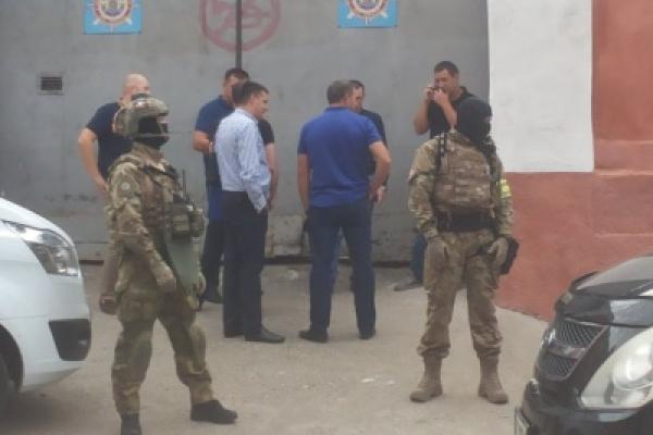 У центрі Чернівців затримали кримінальних авторитетів, які зібралися на зустріч для визначення «смотрящого» від СІЗО