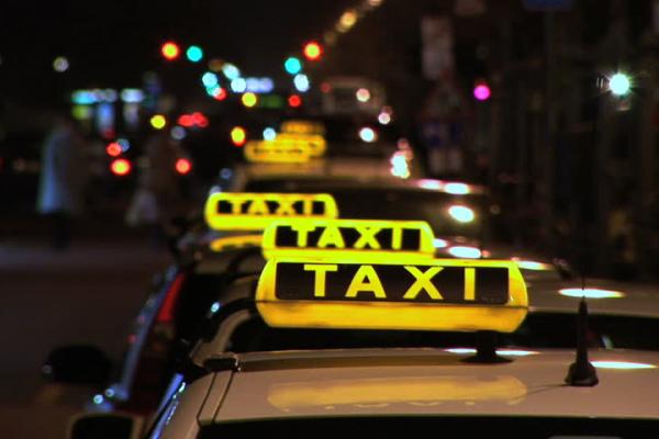 Петиція чернівчан про відміну подвійного тарифу таксі набирає голоси