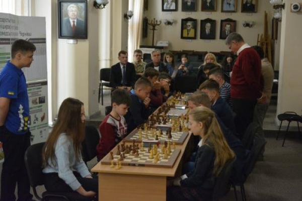 Шаховий кубок Чернівців виборола команда гімназії № 1 (Фото)