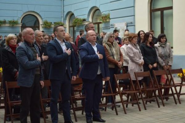У дворику Ратуші відкрилась виставка «Буковинська Україна сто років тому» (Фото)